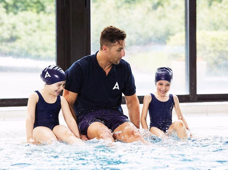 Kinderschwimmen und Academy Sportkurse für Kinder und Teenager