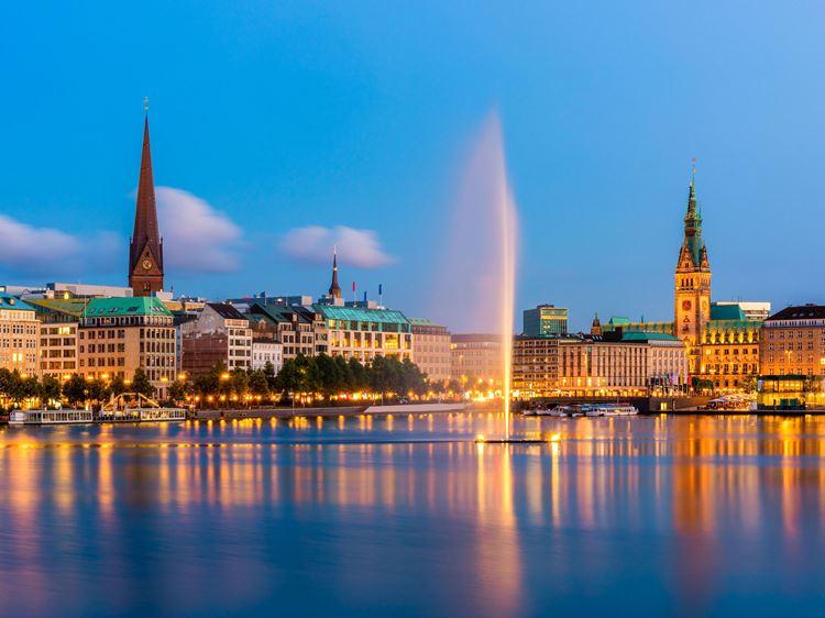 Hamburg, das Tor zur Welt. Ihr Hafen ist das Aspria Hotel.