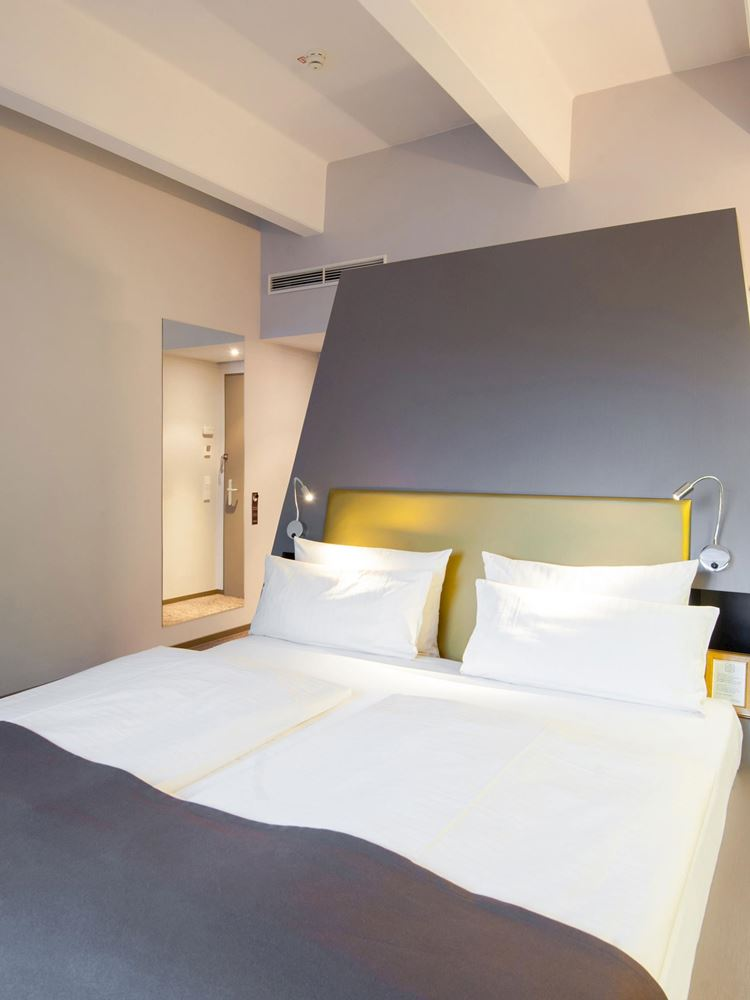 Deluxe King Room, wheelchair accessible, in the Aspria Hotel Berlin in Charlottenburg